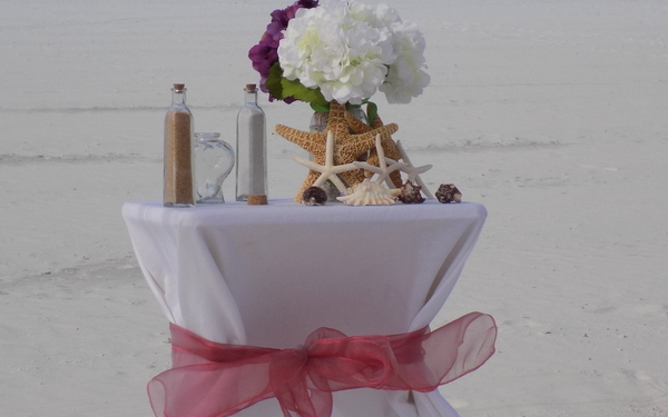Beautiful Table & Flower Option for Beach Weddings Image 1